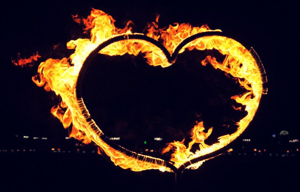 Большое горящее сердце