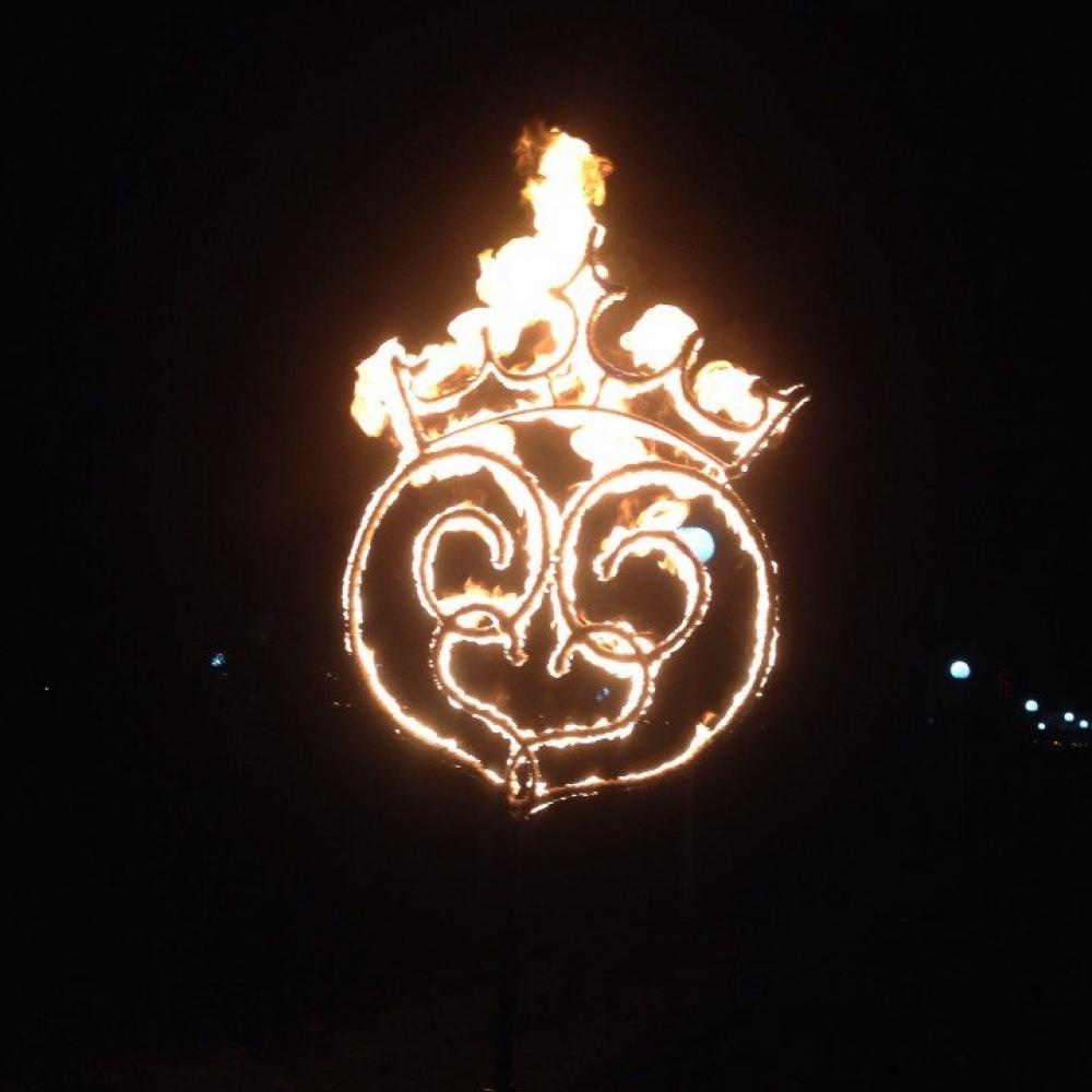 Горящее Круглое сердце с короной
