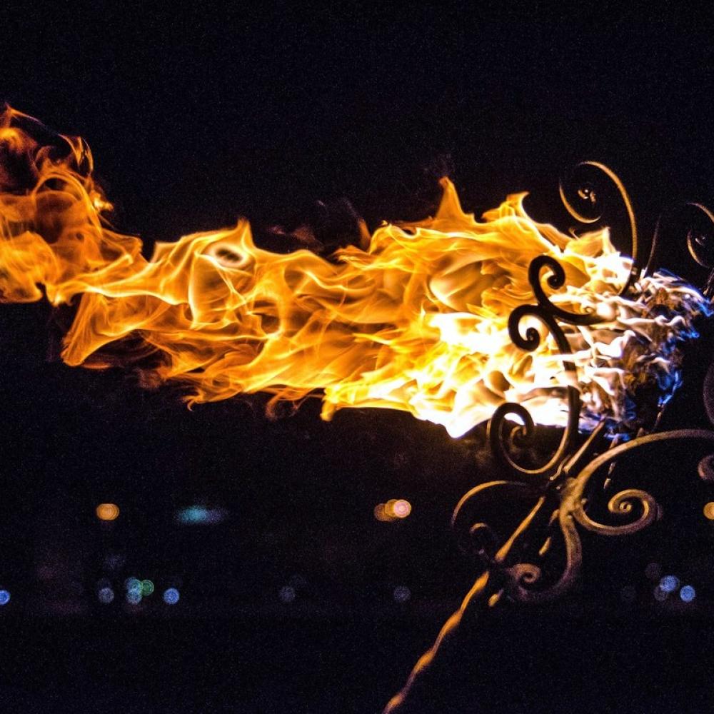 Кованный огненный факел